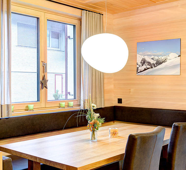 Appartement Alpenlodge Esstisch © AAA Appartements